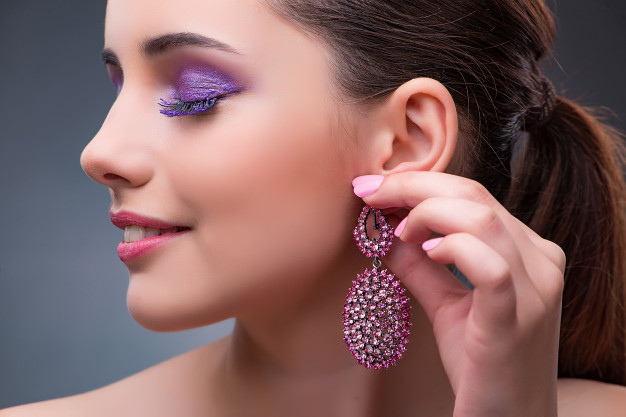 beautiful-woman-with-jewellery-fashion-concept_85869-4722