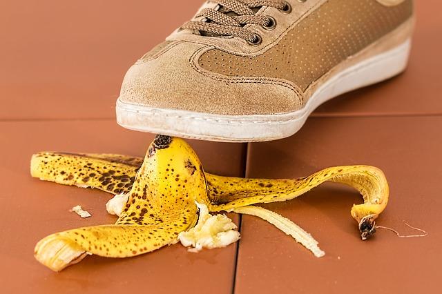 uklouznutí na banánové slupce